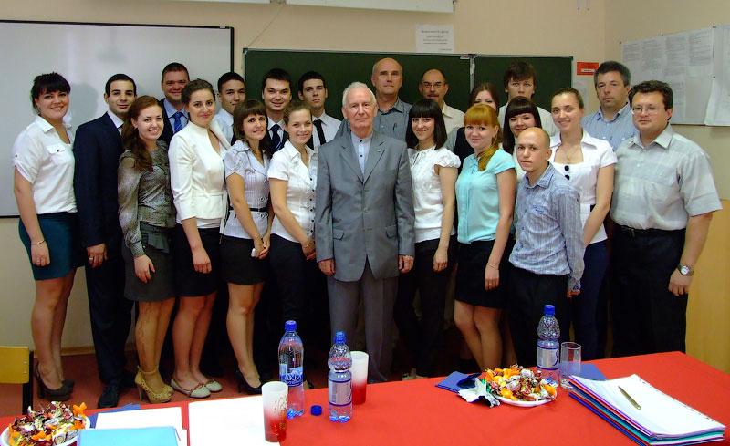 Группа МО-2-09 после сдачи Дипломных работ. Общее фото с группой и комиссией.
