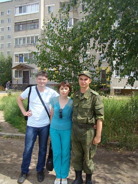 Моя семья: слева брат, в центре мама, с права я.
