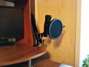 Настольный держатель с поп-фильтром - вид на столе