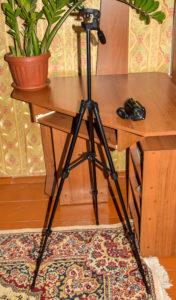 AC1 Digital Video Camera на штативе во всю его высоту.